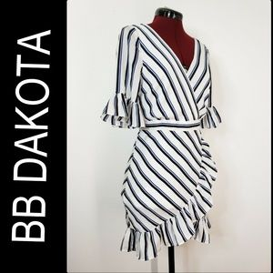 BB Dakota Woman Bell Sleeve Stripe Dress Sz 6 Nwt